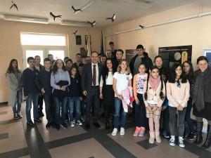 Evrodeputatyt-Andrey-Kovachev-na-sre]shta-s-uchenici-ot-Tzar-Simeon-Veliki